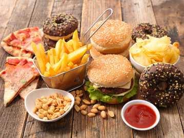 food-eat-junk-burger-pizza-chips-donut-thinkstockphotos-640211994